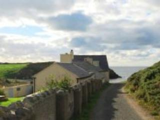 Comfortable House with Satellite Or Cable TV and Parking - Rhydwyn vacation rentals