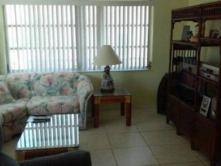 Best Value 2 BR Stilted 1/2 duplex on Canal - Marathon vacation rentals