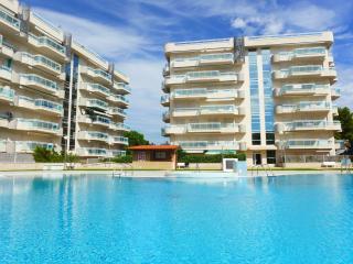 Cozy 2 bedroom Tarragona Apartment with A/C - Tarragona vacation rentals