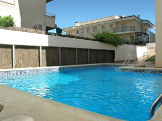 Comfortable Apartment with Shared Outdoor Pool and Television in Segur de Calafell - Segur de Calafell vacation rentals