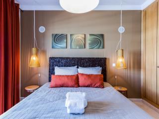 Apartamento T2 Piscina e Garagem - Praia da Rocha vacation rentals