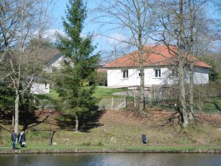 La Maison du Lac (1) location de charme *** - Forges-les-Eaux vacation rentals