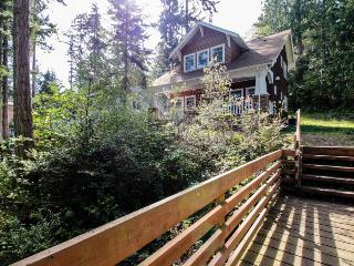 Bayfront, dog-friendly cottage with a lovely porch & beach access! - Port Townsend vacation rentals