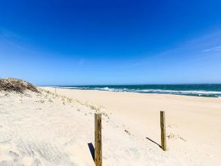 Cozy oceanfront condo with beach views and easy access - Ocean City vacation rentals