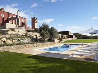 Bright Villa with Internet Access and Washing Machine - Morral vacation rentals