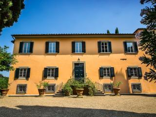 Gorgeous 8 bedroom Galluzzo Villa with Internet Access - Galluzzo vacation rentals