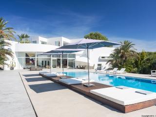Gorgeous 6 bedroom Santa Gertrudis Villa with Internet Access - Santa Gertrudis vacation rentals