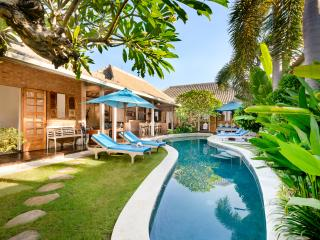 VILLA AMSA, BALINESE FEEL, WALK TO SHOPS, VALUE - Seminyak vacation rentals