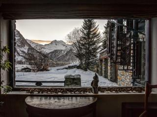 Perfect 8 bedroom Villa in Val d'Isère with Wireless Internet - Val d'Isère vacation rentals