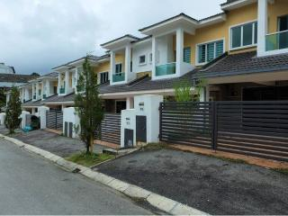 Cozy House Cameron Highland by ChinChin - Brinchang vacation rentals