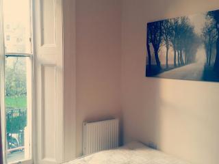 1st floor studio flat Bayswater - London vacation rentals