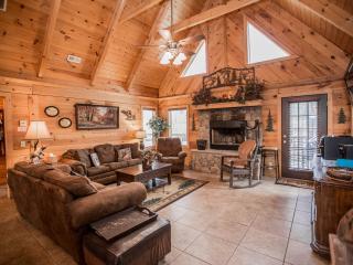 Luxury Log Home 3BR/2Bath  W/Hottub- Near Legends of Golf Tournament - Branson vacation rentals