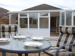 Tywyn Bungalow near the beach. - Tywyn vacation rentals