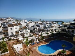 Lovely Condo with Internet Access and A/C - Puerto de la Duquesa vacation rentals