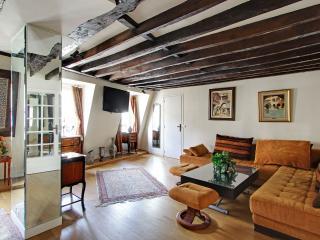 Beautiful 1 bedroom Champs Elysées P0829 - Paris vacation rentals