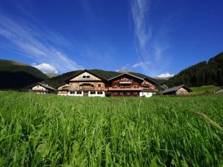 Herzlich Willkommen auf dem Unterhabererhof - Valle di Casies vacation rentals