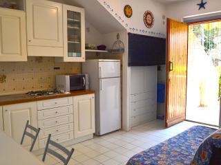 Bilocale in case a schiera vicino al mare - Marina di Bibbona vacation rentals