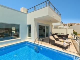 Casa da Lana (Oceanfront Villa) - Salema vacation rentals