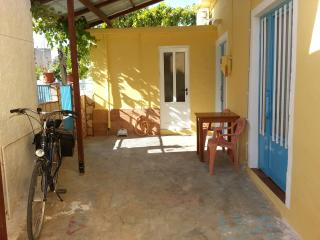 Charming 1 bedroom Private room in Vori with Internet Access - Vori vacation rentals