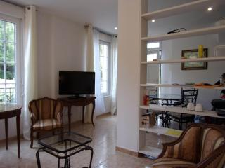Cozy 2 bedroom Apartment in Pont-Sainte-Maxence with Internet Access - Pont-Sainte-Maxence vacation rentals