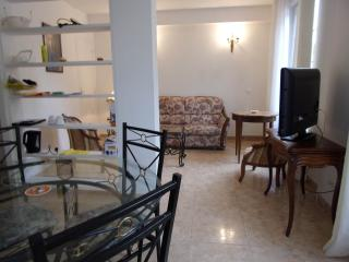 Bright 2 bedroom Pont-Sainte-Maxence Condo with Internet Access - Pont-Sainte-Maxence vacation rentals