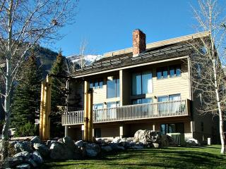 Lovely 4 bedroom Teton Village Condo with Deck - Teton Village vacation rentals