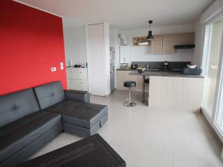 Bright 1 bedroom Saint-Nazaire Apartment with Internet Access - Saint-Nazaire vacation rentals