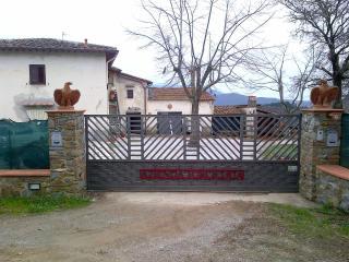 monolocale +bagno+pensile con giardino - Montebonello vacation rentals