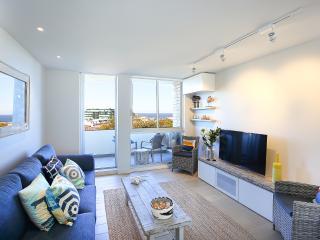Cozy 2 bedroom Bondi Apartment with Washing Machine - Bondi vacation rentals