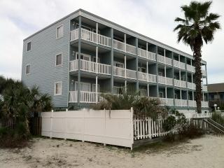 OCEANFRONT CONDO ONE BEDROOM SLEEPS 6 & POOL - Garden City Beach vacation rentals