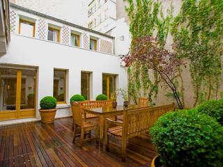 Marais Terrace, a large duplex rarity in Paris! - Paris vacation rentals