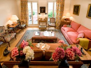 Champs Elysees Vacation Rental at Madeleine in Par - Paris vacation rentals