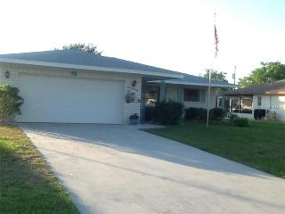 Lovely 2/2/2 Pool Home in Prime Location - Englewood vacation rentals