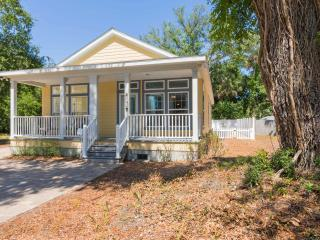 Charming Cottage in the Heart of Lincolnville - Saint Augustine vacation rentals