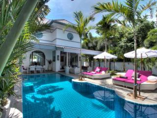 Luxueuse Villa 3 suites 5* service VIP 5mn plages - Nai Harn vacation rentals