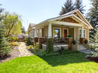 Wonderful 4BR Coeur d'Alene House w/Wifi, Fenced Backyard & Private Hot Tub! – Just 1 Mile from Downtown & the Beautiful Lake Coeur d'Alene! - Coeur d'Alene vacation rentals