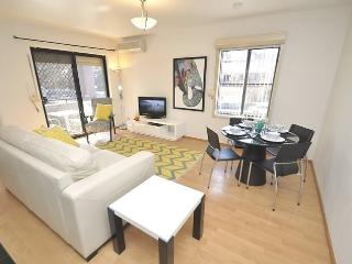 WOOLLOOMOOLOO FULLY SELF CONTAINED MODERN 1 BED APARTMENT (8CAT) - Sydney vacation rentals
