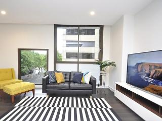 SYDNEY CBD FULLY SELF CONTAINED MODERN 2 BED APARTMENT (202 BAT) - Sydney vacation rentals