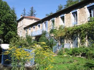 Gite de groupe 24 couchages Piscine,rivière, 2Hect - Burzet vacation rentals