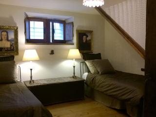 DUKE GUIDOBALDO room in antique ducal residence - Urbino vacation rentals