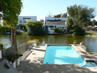 Sun-kissed Haven – luxurious Marina da Gama rental - Marina da Gama vacation rentals