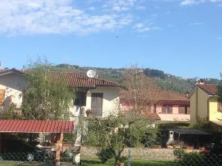 appartamento con giardino privato a 7 km dal mare - Massarosa vacation rentals