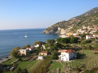 Isola d'elba  casetta azzura 20 metri dal mare - Pomonte vacation rentals