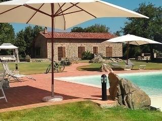Gorgeous 3 bedroom House in Casale di Pari - Casale di Pari vacation rentals