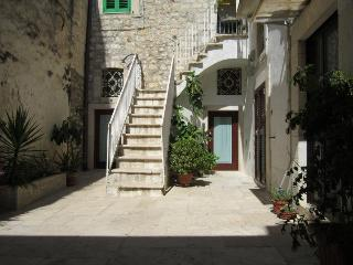 Cozy 2 bedroom Giovinazzo Bed and Breakfast with A/C - Giovinazzo vacation rentals