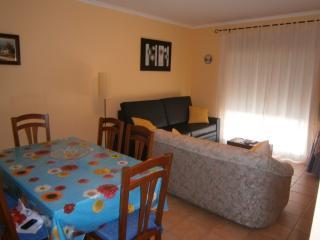Gita Yellow Apartment, Cabanas de Tavira, Algarve - Cabanas de Tavira vacation rentals