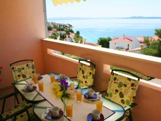 78sqm apt with pool, great sea view from balcony, 250m to beach, 4km to Trogir - Okrug Gornji vacation rentals