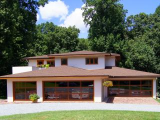 2 bedroom Guest house with Internet Access in Gaithersburg - Gaithersburg vacation rentals