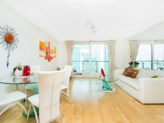 Stunning 2bed w/ amazing River view - London vacation rentals