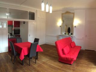 Grand studio ** avec balcon résidence Sarciron - Le Mont-Dore vacation rentals